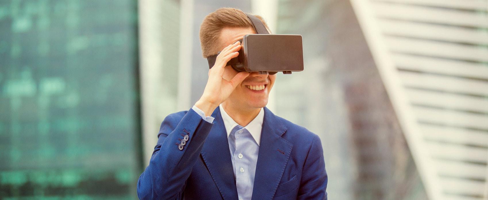 Immobilienbesichtigung Mann virtuell